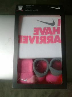 NEW in Box Nike 3 Piece Infant Girl Gift Set 0-6 months Athl